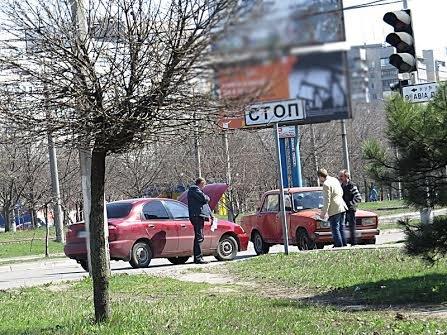 В Мариуполе на перекрестке без светофора не разъехались две легковушки (ФОТО), фото-3
