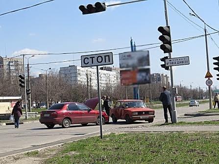 В Мариуполе на перекрестке без светофора не разъехались две легковушки (ФОТО), фото-8