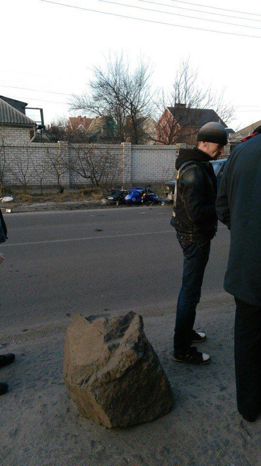 ДТП на Байкальской: из-за столкновения авто и мотоцикла пострадал мужчина (ФОТО) (фото) - фото 2