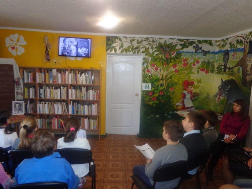 «Ой, не нам в кайданах ходить…» - в Красноармейске поговорили о творческом пути поэтессы и писательницы Марийки Подгорянки (фото) - фото 11