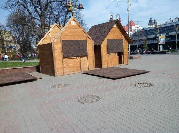 У Франківську почали встановлювати ярмаркові будиночки. Фото (фото) - фото 2