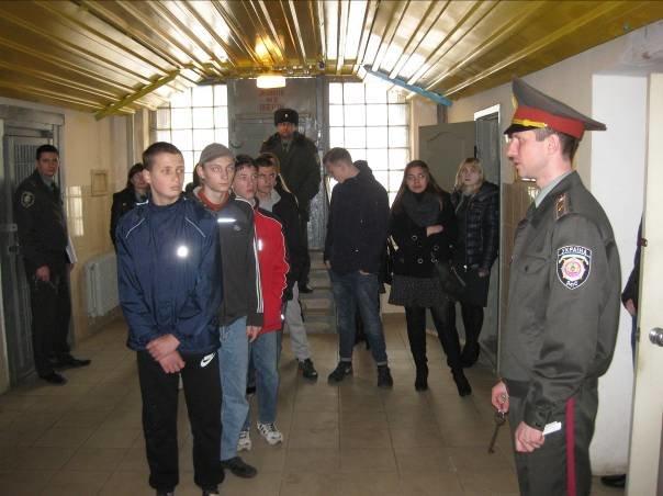 Несовершеннолетним нарушителям показали, как живут пожизненно заключенные (ФОТО) (фото) - фото 2