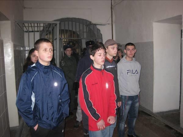 Несовершеннолетним нарушителям показали, как живут пожизненно заключенные (ФОТО) (фото) - фото 4