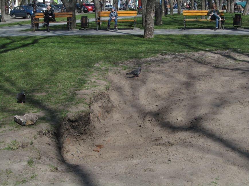 Разрушенный в сквере Бабаева газон восстановится только к осени (ФОТО), фото-5