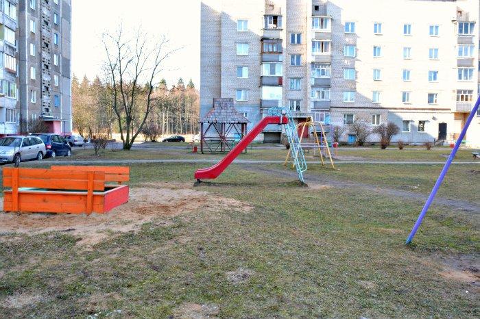 «У нас на площадке всего одна качелька и песочница»: как выглядят детские площадки в Новополоцке и кто должен следить за их состоянием, фото-11