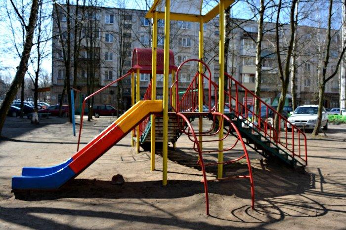 «У нас на площадке всего одна качелька и песочница»: как выглядят детские площадки в Новополоцке и кто должен следить за их состоянием, фото-6