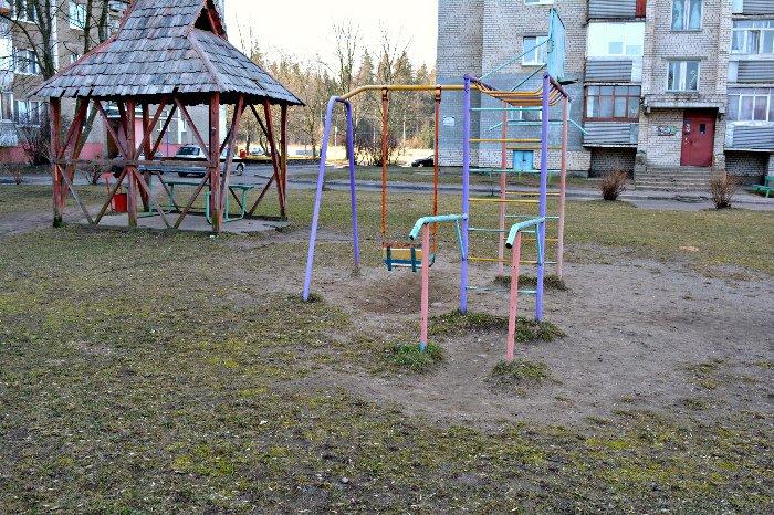 «У нас на площадке всего одна качелька и песочница»: как выглядят детские площадки в Новополоцке и кто должен следить за их состоянием, фото-12