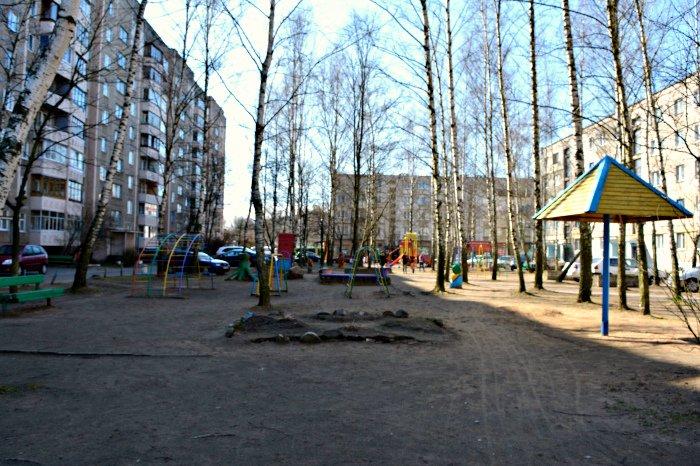 «У нас на площадке всего одна качелька и песочница»: как выглядят детские площадки в Новополоцке и кто должен следить за их состоянием, фото-1