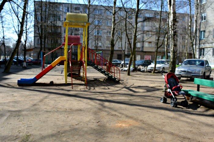 «У нас на площадке всего одна качелька и песочница»: как выглядят детские площадки в Новополоцке и кто должен следить за их состоянием, фото-5
