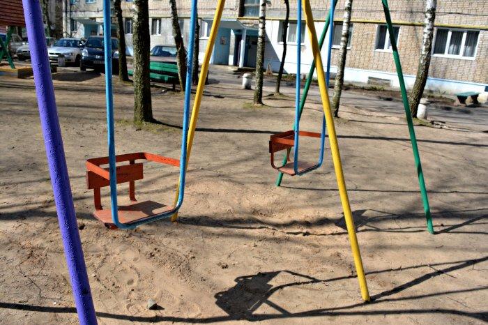 «У нас на площадке всего одна качелька и песочница»: как выглядят детские площадки в Новополоцке и кто должен следить за их состоянием, фото-2
