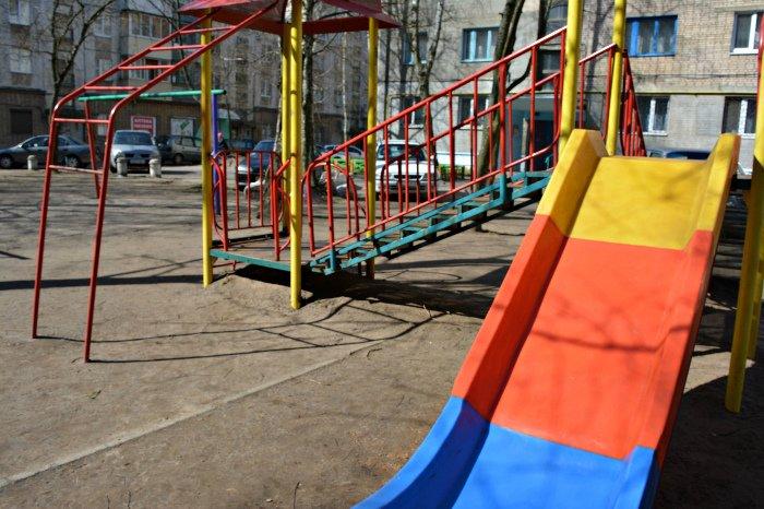 «У нас на площадке всего одна качелька и песочница»: как выглядят детские площадки в Новополоцке и кто должен следить за их состоянием, фото-7