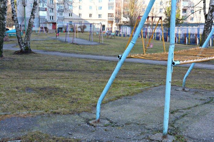 «У нас на площадке всего одна качелька и песочница»: как выглядят детские площадки в Новополоцке и кто должен следить за их состоянием, фото-9