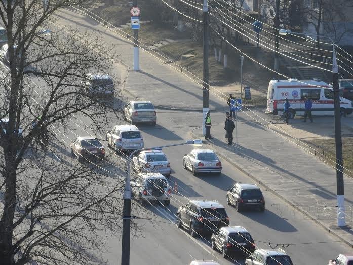 В Витебске VW Golf уходил от погони ГАИ и врезался в припаркованный внедорожник, фото-1