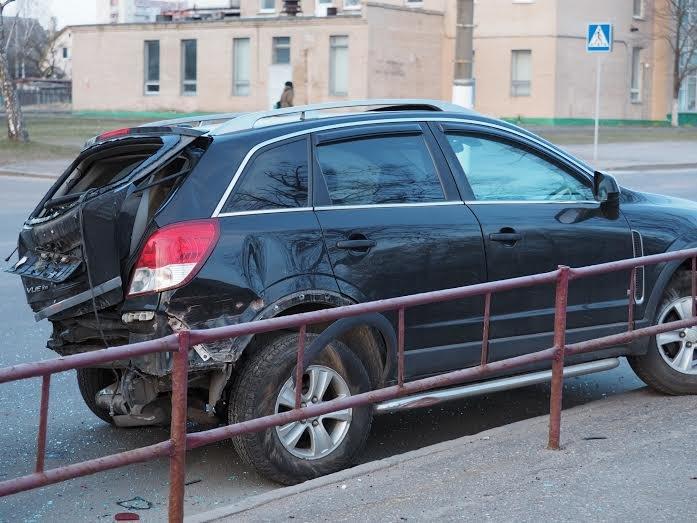 В Витебске VW Golf уходил от погони ГАИ и врезался в припаркованный внедорожник, фото-3