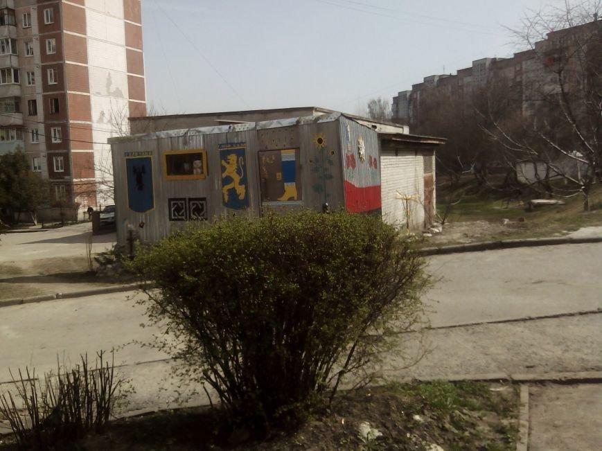 Тернополяни проти встановлення кіоску поблизу дитмайданчика у дворі багатоповерхівок (Фото), фото-4