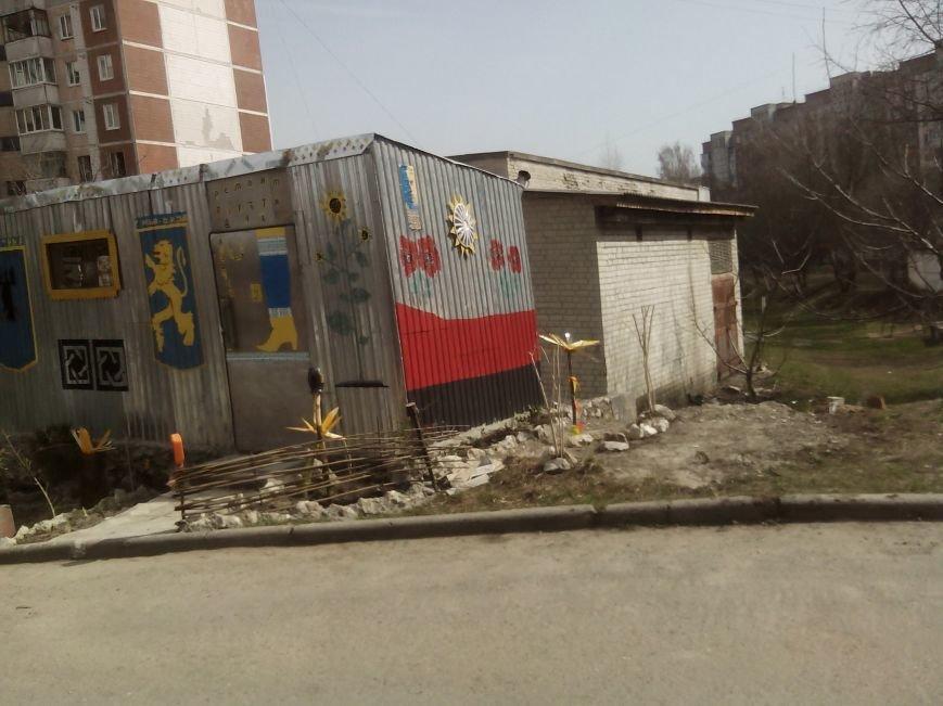 Тернополяни проти встановлення кіоску поблизу дитмайданчика у дворі багатоповерхівок (Фото), фото-2