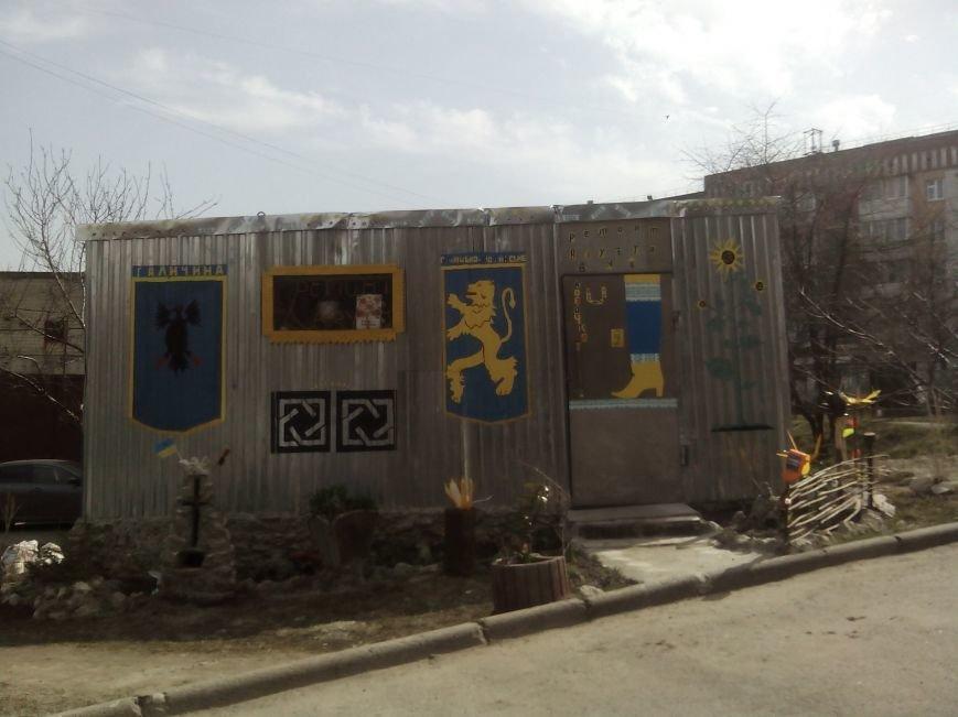 Тернополяни проти встановлення кіоску поблизу дитмайданчика у дворі багатоповерхівок (Фото), фото-1