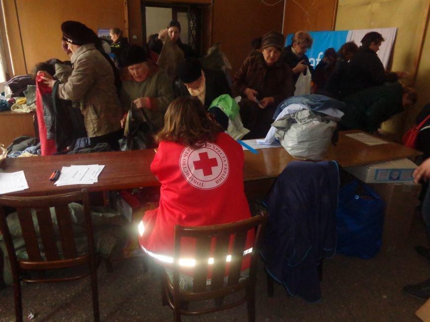 В Красноармейске начата выдача гуманитарной помощи в виде одежды и обуви из Германии (фото) - фото 6