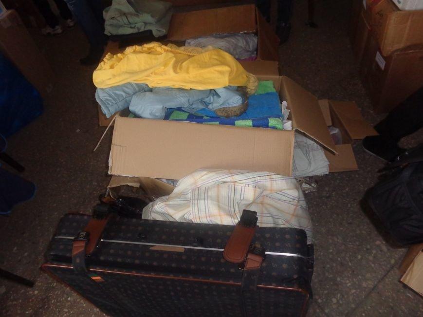 В Красноармейске начата выдача гуманитарной помощи в виде одежды и обуви из Германии (фото) - фото 2