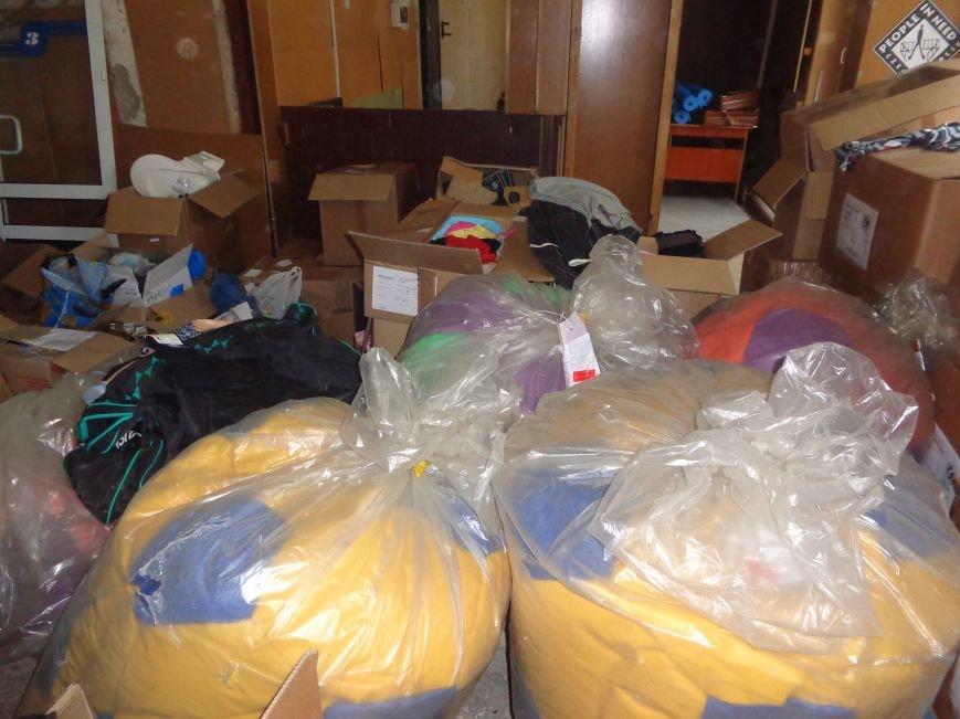 В Красноармейске начата выдача гуманитарной помощи в виде одежды и обуви из Германии (фото) - фото 4