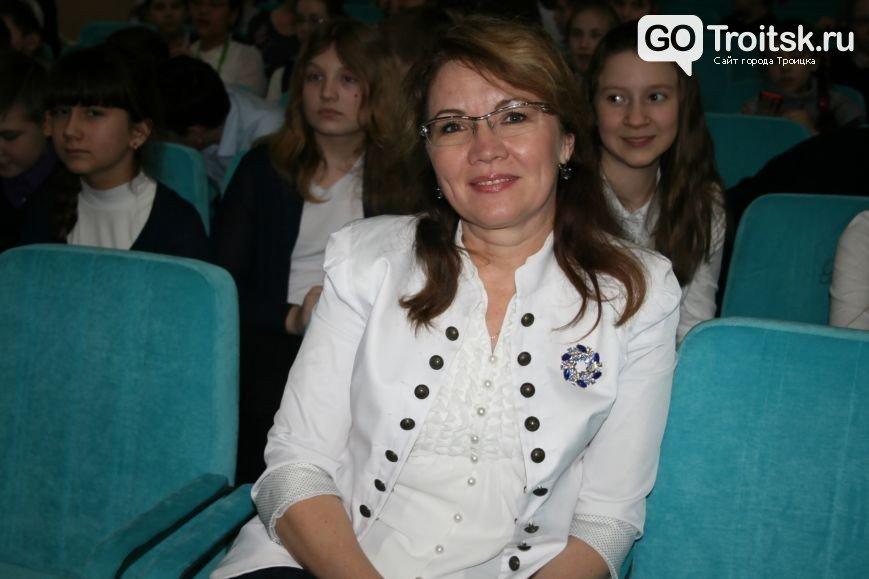 В Новой Москве в Новых Ватутинках в школе №1392 прошел фестиваль образовательных организаций ТиНАО (фото) - фото 1
