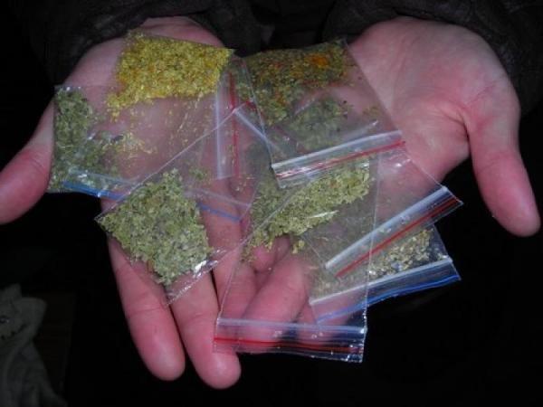 Під виглядом реклами черкащан вербують торгувати наркотиками в Росії (фото) - фото 2