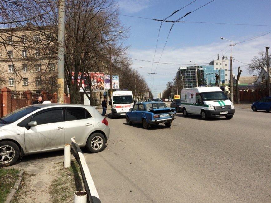 ДТП на ул. Гагарина: столкнулись два легковых авто (ФОТО) (фото) - фото 2