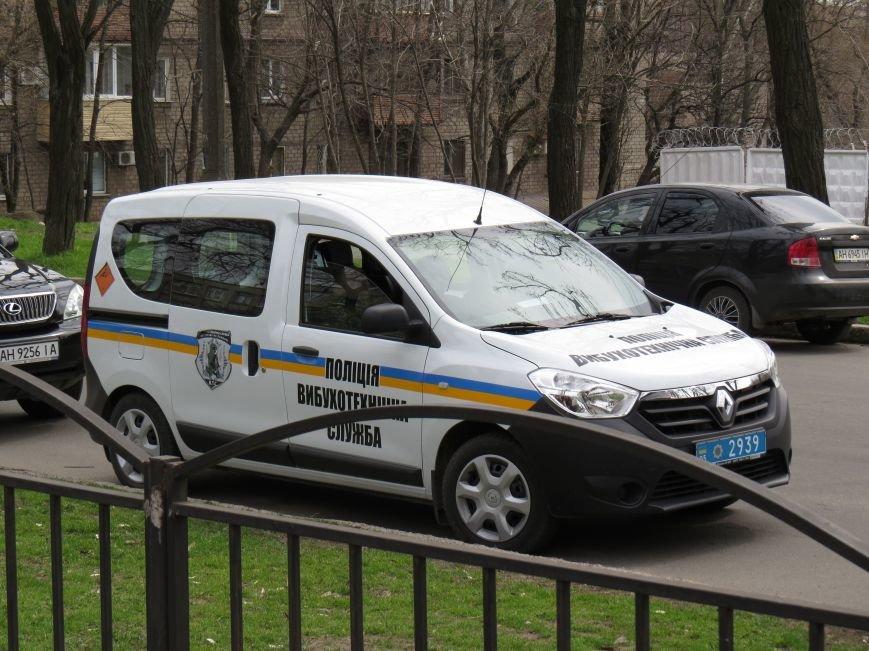 У мариупольской школы появились машины полиции и скорой помощи (ФОТО), фото-4