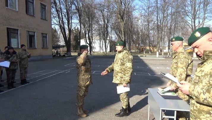 В Сумском отряде провожали военнослужащих, которых уволили в запас (ФОТО) (фото) - фото 1