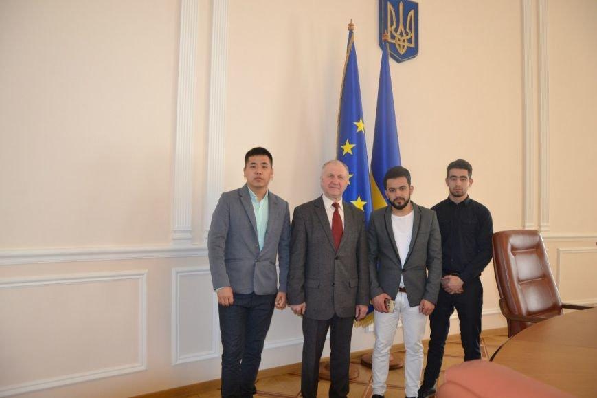 Студенты-иностранцы СумГУ посетили главные государственные учреждения Украины (ФОТО) (фото) - фото 1