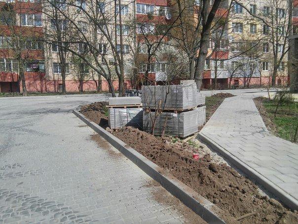 На вулиці Пулюя тривають активні ремонти міжквартальних проїздів (ФОТО) (фото) - фото 9
