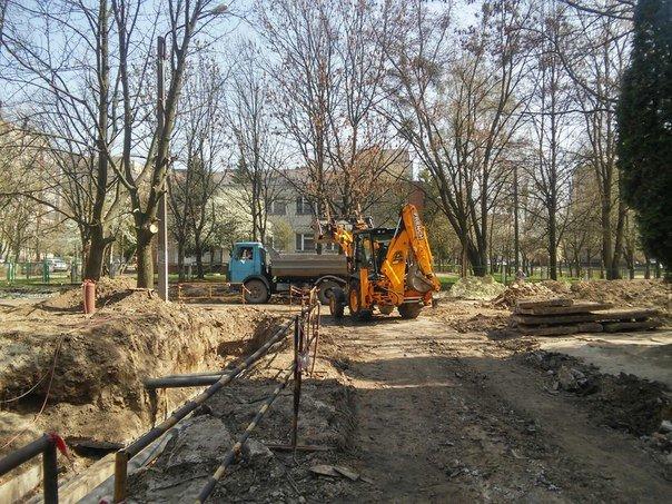 На вулиці Пулюя тривають активні ремонти міжквартальних проїздів (ФОТО) (фото) - фото 1