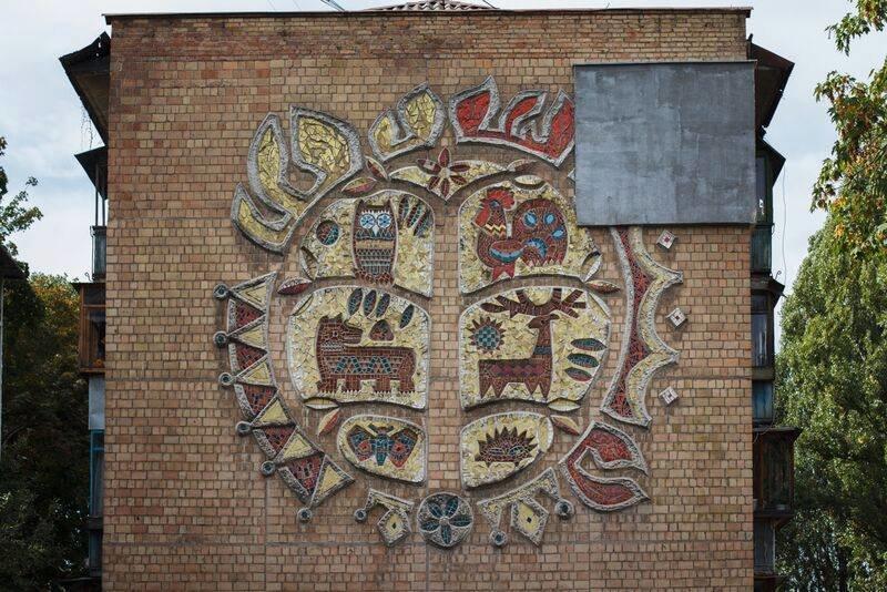 В Соломенском районе утеплителем повредили мозаику (ФОТО) (фото) - фото 1