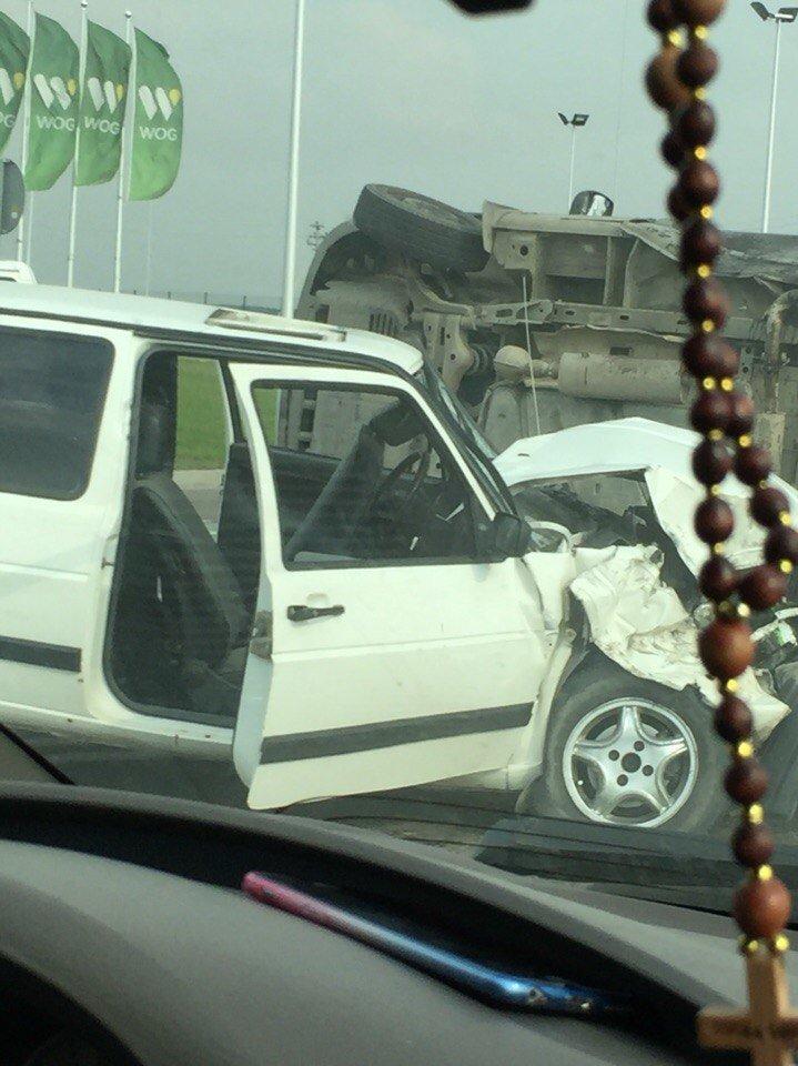Поблизу міста Рави-Руської  сталося зіткення двох автомобілів: є потерпілі (ФОТО) (фото) - фото 1