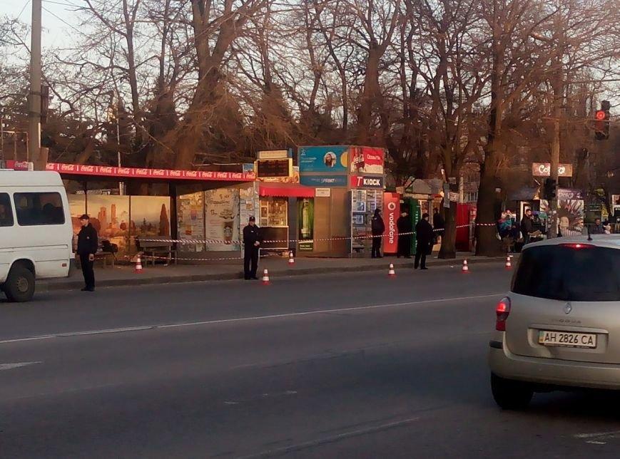 Полиция оцепила остановку возле Дафи: обследуют подозрительную сумку (ФОТО) (фото) - фото 2