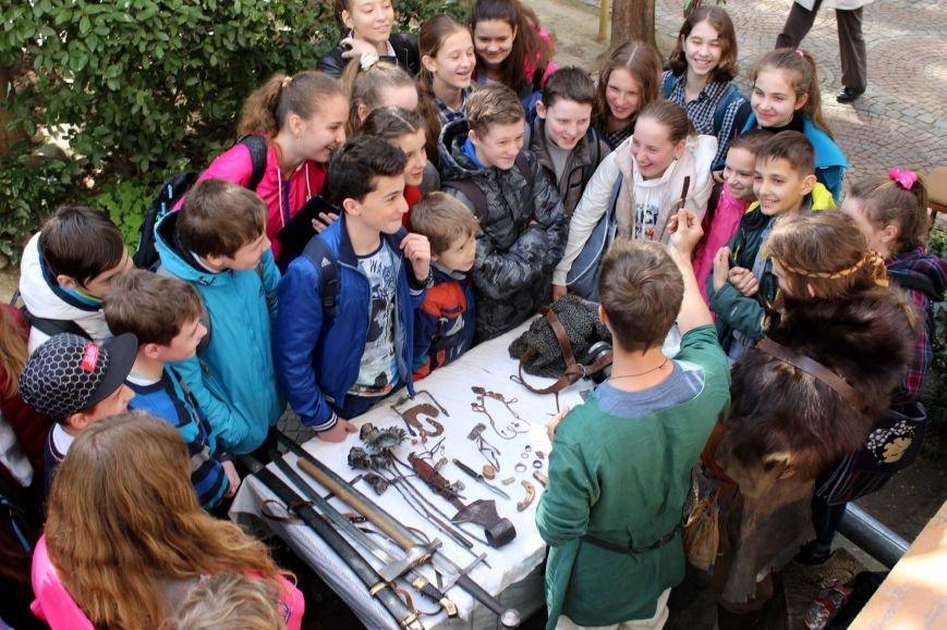 Для ялтинских школьников прошли интерактивные занятия «Кузница в музее» (фото) - фото 1