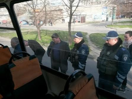 В Мариуполе перевозчик снял маршрутки с  линии, чтобы не попасть под проверку (ФОТО) (фото) - фото 1