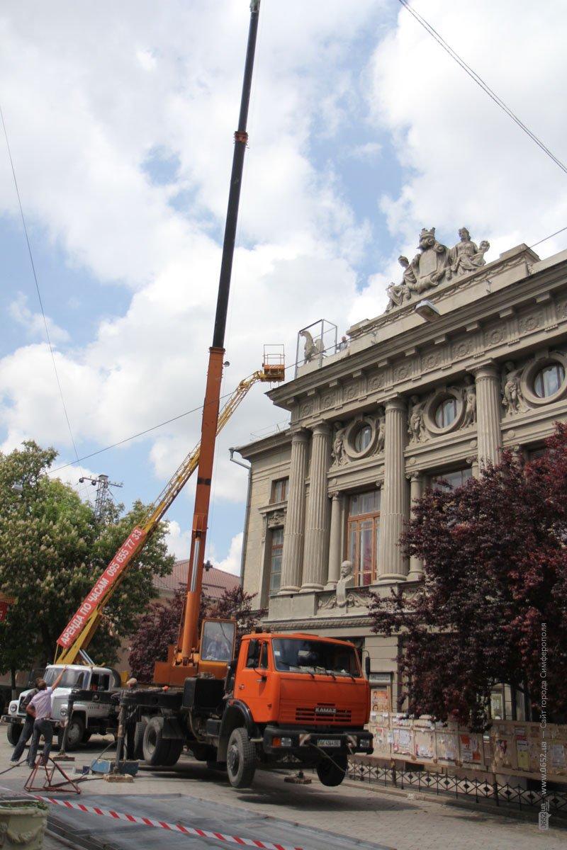 Глава администрации Симферополя пообещал убрать защитные сетки с фасада Русского театра (ФОТО) (фото) - фото 2
