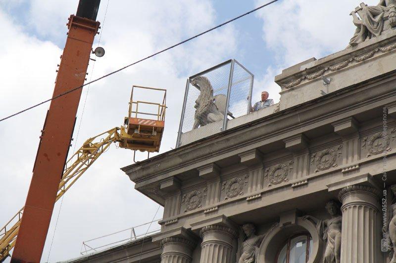 Глава администрации Симферополя пообещал убрать защитные сетки с фасада Русского театра (ФОТО) (фото) - фото 3