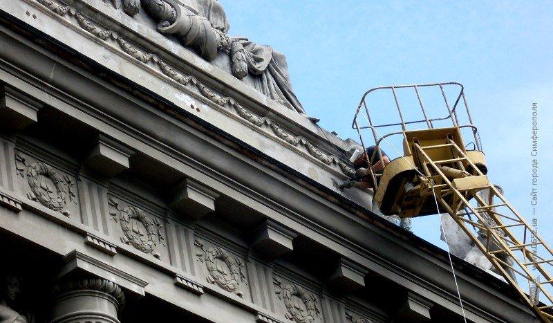 Глава администрации Симферополя пообещал убрать защитные сетки с фасада Русского театра (ФОТО) (фото) - фото 4
