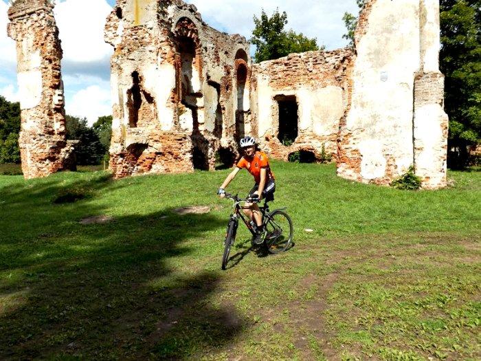 «Нарисована криво, местами «экстремально»: мнение велоактивиста из Новополоцка о велодорожке (фото) - фото 1