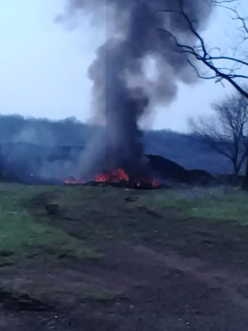 Над Новошахтинском сегодня утром поднялся столп сизого дыма (фото) - фото 1