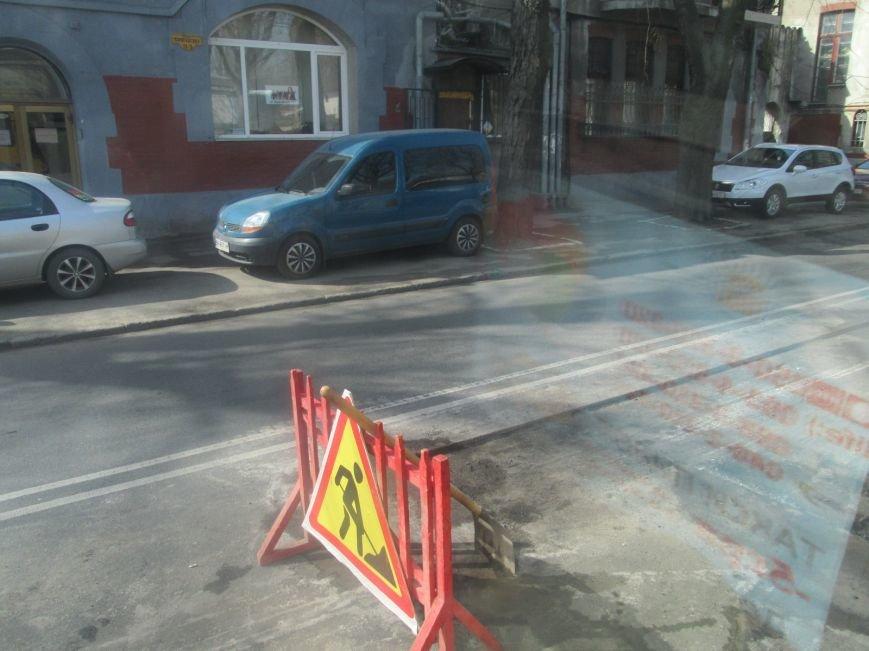 6c2475e35f3dd8bd71e7862904898875 Пассажиры идут пешком – на проспекте Шевченко возле одесского Политеха пробка