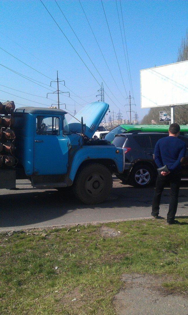 ДТП на Донецком шоссе: ЗИЛ столкнулся с тремя иномарками (ФОТО) (фото) - фото 4
