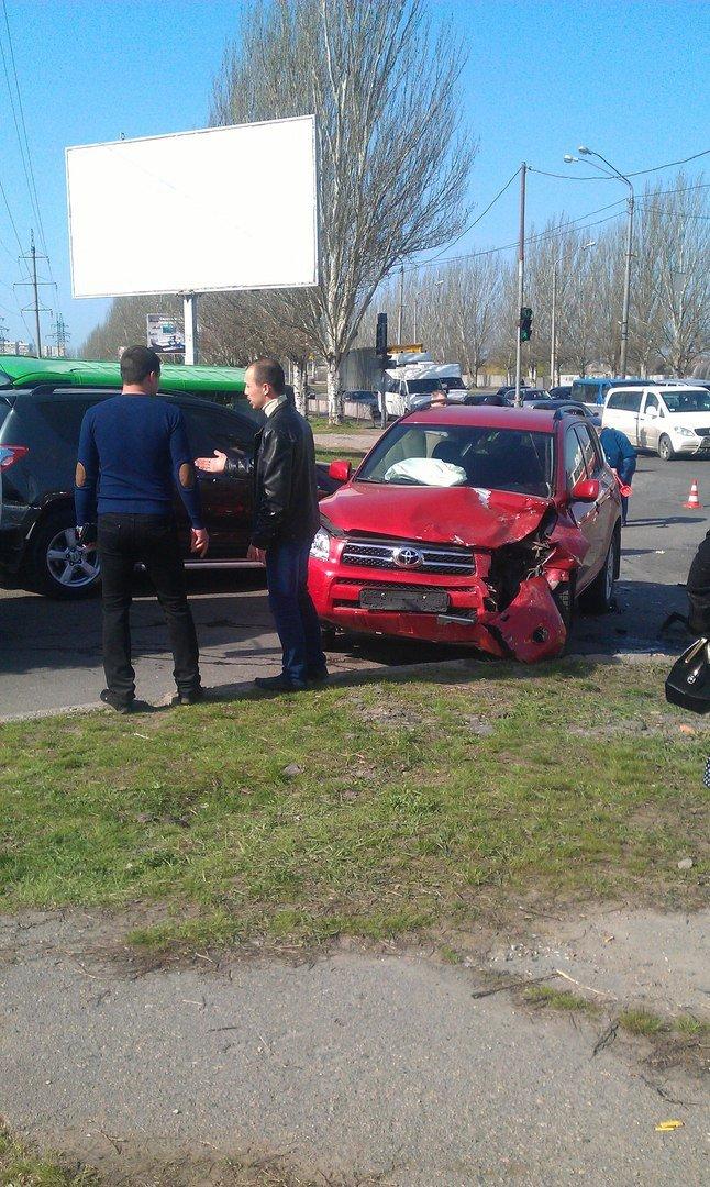 ДТП на Донецком шоссе: ЗИЛ столкнулся с тремя иномарками (ФОТО) (фото) - фото 3