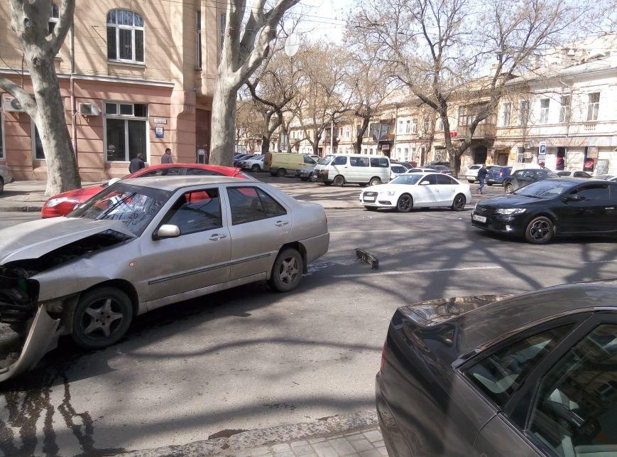 24028593c4a9f81f79ecc6e7e971d702 Серьезная авария в центре Одессы парализовала Ришельевскую