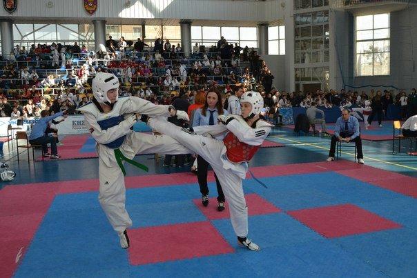 «Шлях ноги та руки». У Полтаві на всеукраїнському турнірі з тхеквондо випробують електронні шоломи (фото) - фото 1