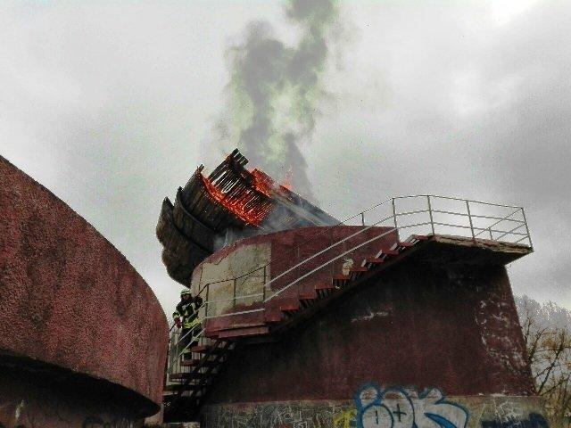 У Житомирі загорівся літній танцмайданчик (фото) - фото 2