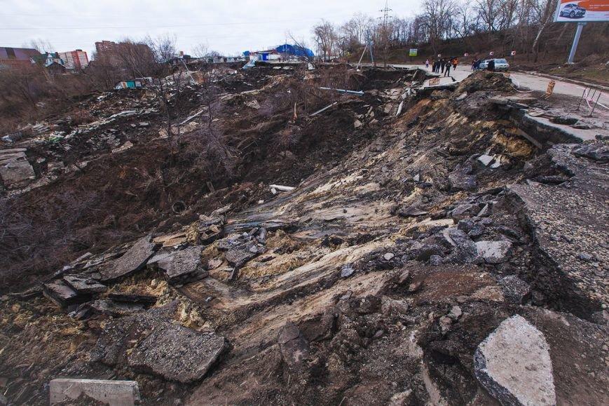 Оползень в Ульяновске продолжает движение (фото) - фото 1