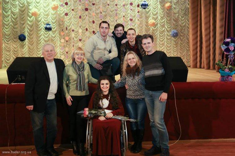 Полтавчанка, которой отказали в Х-факторе из-за инвалидности, дала сольный концерт (фото) - фото 4